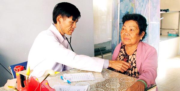 Các thầy thuốc trẻ Bình Phước khám bệnh miễn phí cho 35.000 lượt người
