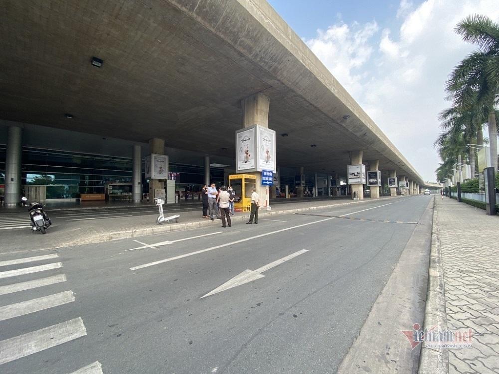 Sân bay Tân Sơn Nhất bố trí làn cho taxi công nghệ đón khách ở ga quốc tế