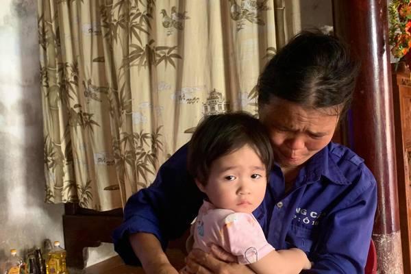 Mẹ nghèo nuốt nước mắt xin được hiến thận cứu con