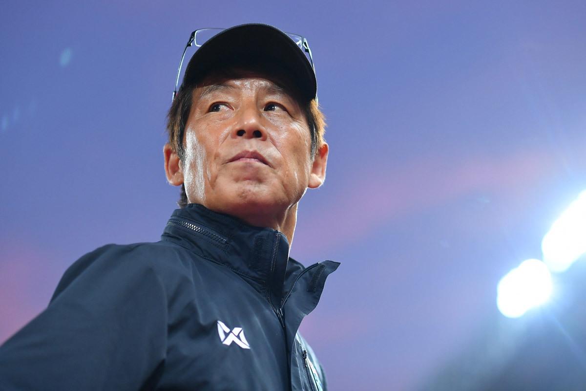 HLV Thái Lan bất an khi đua với tuyển Việt Nam