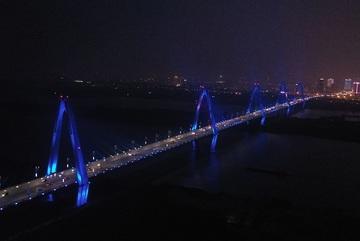 Các công trình lớn đồng loạt thắp đèn xanh vì người tự kỷ