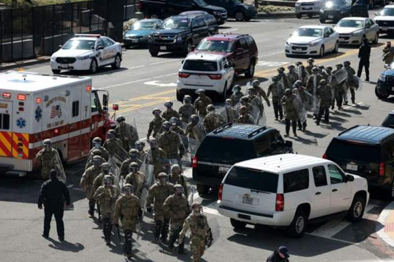 Rào an ninh trên Đồi Capitol bị đột kích, hai cảnh sát Mỹ thương vong