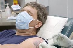 Bác sĩ dùng thìa phẫu thuật thành công cho bệnh nhân