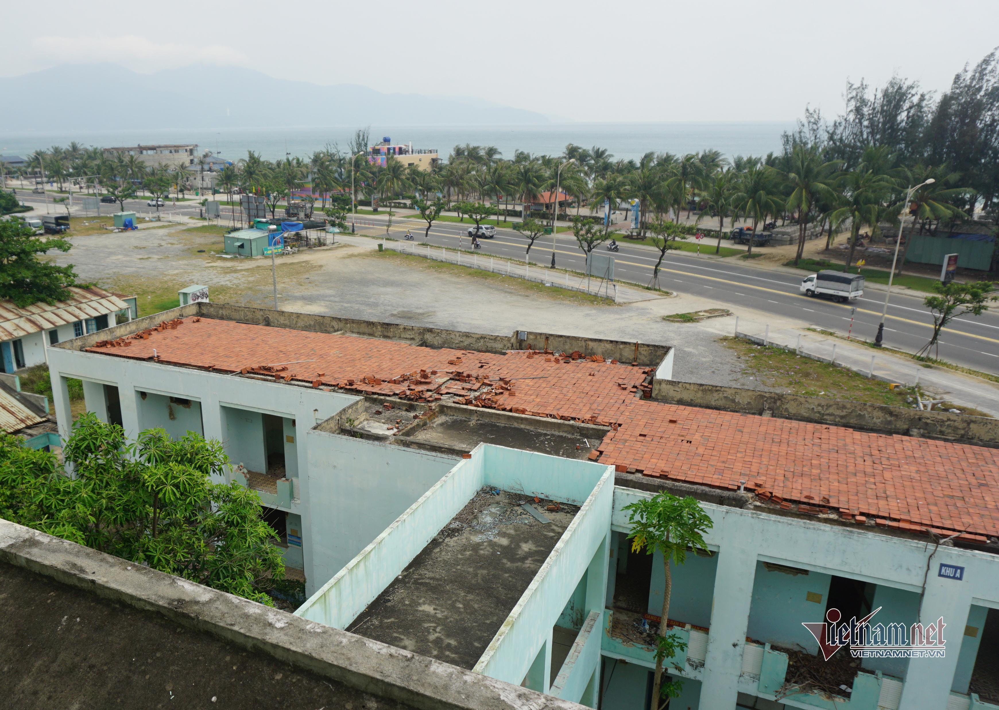 Giữa khu đất vàng Đà Nẵng bệnh viện bỏ hoang, thành nơi phóng uế, vẽ bậy