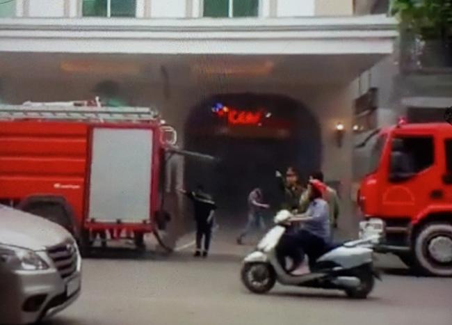 Hà Nội thông tin về vụ cháy xe Range Rover tại Tràng Tiền Plaza