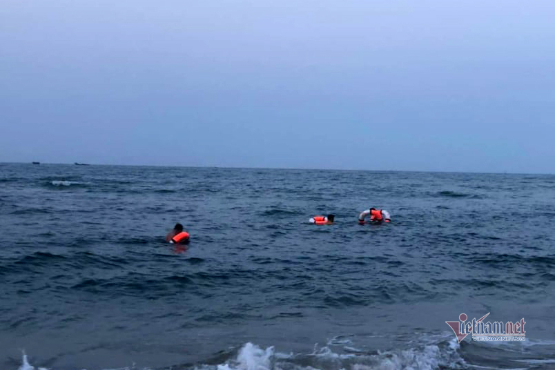 Nam sinh 16 tuổi tử vong vì đuối nước ở biển Cửa Việt