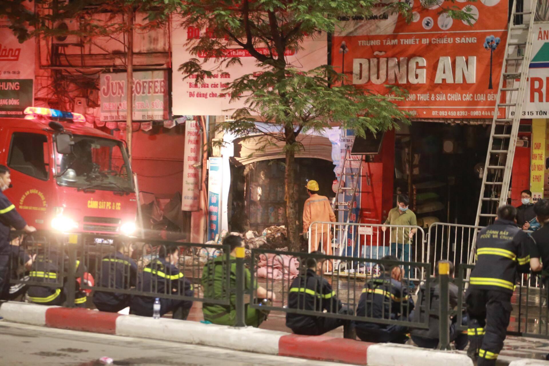 4 người tử vong trong vụ cháy lớn ở cửa hàng phố Tôn Đức Thắng