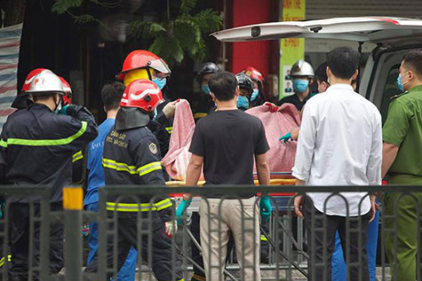 Người mẹ đau đớn mất cả con lẫn cháu trong vụ cháy trên phố Tôn Đức Thắng