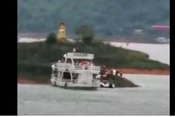 Lật thuyền trên hồ ở Lào, nhiều người mất tích