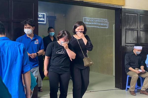 Đám tang đẫm nước mắt của gia đình 4 người tử vong trên phố Tôn Đức Thắng