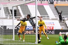 Tottenham đánh rơi chiến thắng phút chót