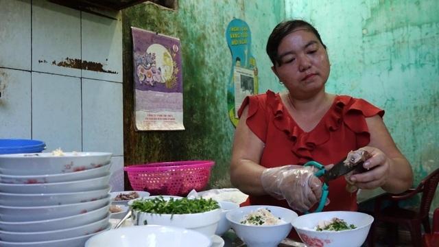 Quán phở 5.000 đồng: 16 năm không tăng giá, ngày bán 500 bát ở Nam Định