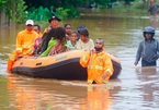 Hàng chục nghìn ngôi nhà ở Indonesia ngập chìm trong biển lũ