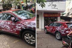 Honda CR-V bị phun sơn lem luốc vì đỗ chắn cửa nhà dân