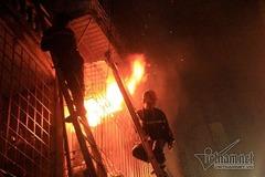 """""""Bí kíp"""" sống sót khi xảy ra hỏa hoạn ở nhà ống"""