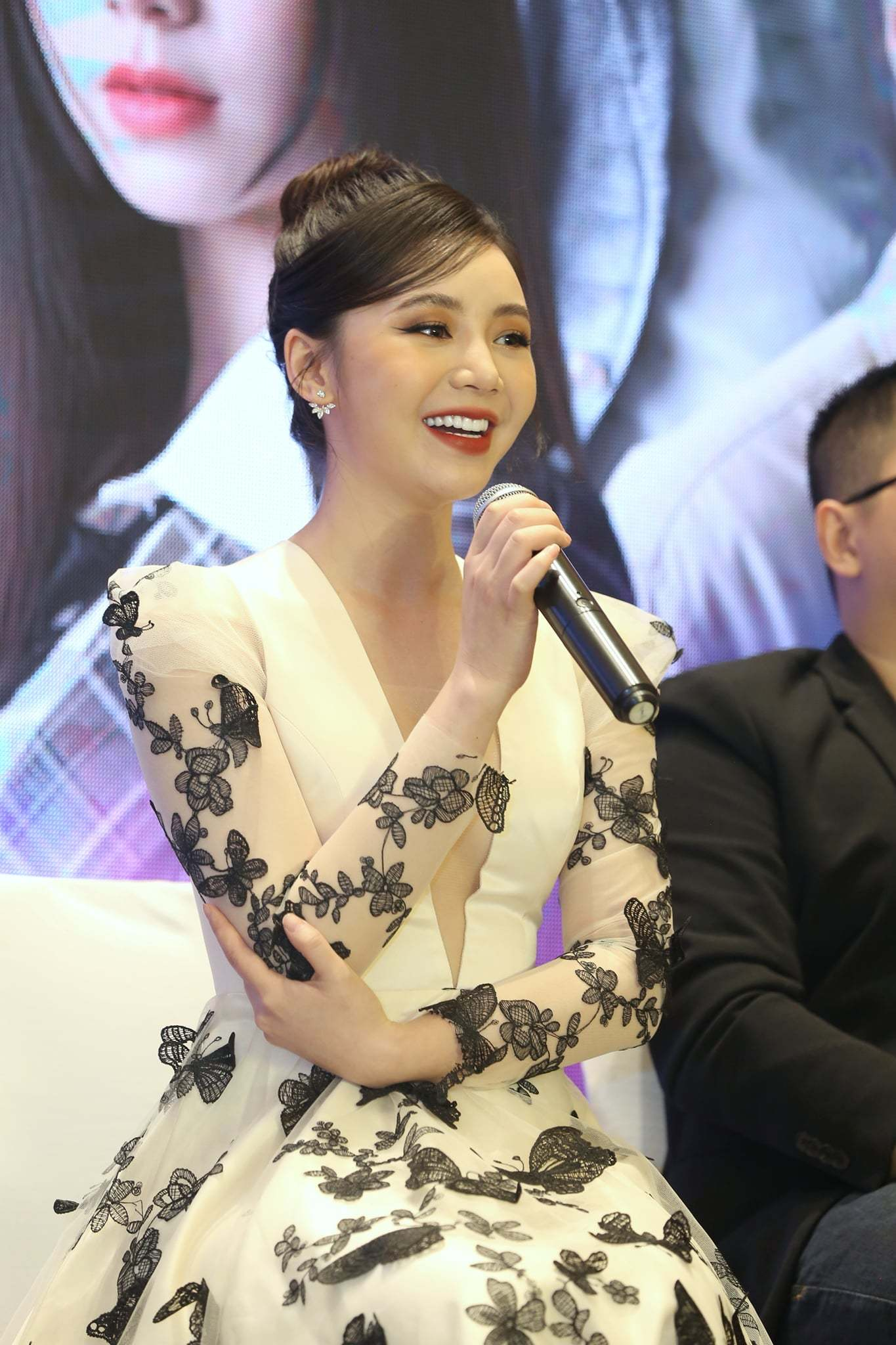 Quỳnh Kool bị đánh suốt 8 tiếng vì cảnh ghen tuông trên phim