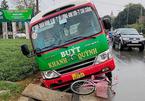 Xe buýt gây tai nạn liên hoàn, tông tử vong bé gái lớp 5 đi xe đạp