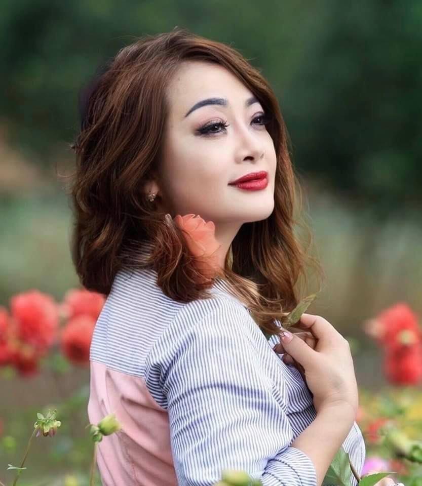 BTV thời sự 19h Hoài Anh đẹp dịu dàng ở tuổi 41