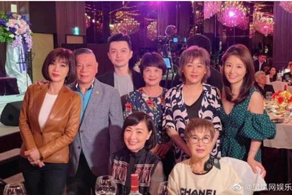 Hoắc Kiến Hoa đến tận phim trường ủng hộ bà xã Lâm Tâm Như