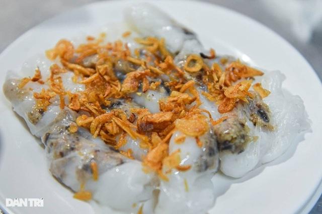 Quán bánh cuốn đắt hàng suốt 40 năm, ngày bán 200 suất ở Hà Nội