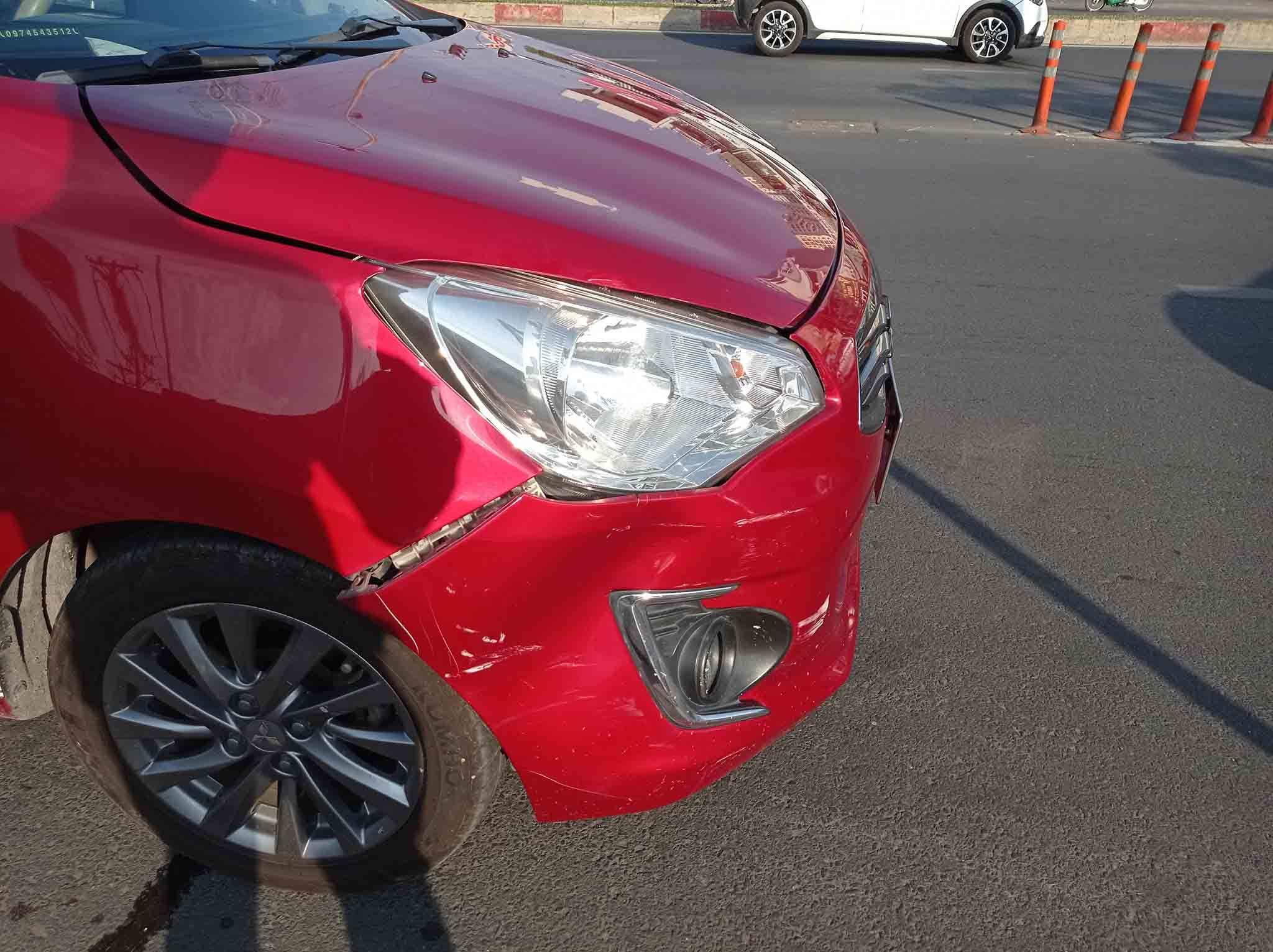 Phanh gấp bị xe sau tông trúng, chủ xe đòi bồi thường 1 triệu