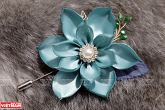 Unique flower brooches