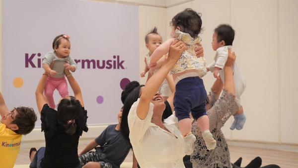 Kindermusik cùng trẻ khám phá thế giới bằng âm nhạc