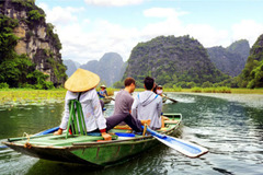 Vietnamese enjoy high-end tours at surprisingly low fees