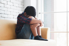 Bé trai 5 tuổi tổn thương nặng ở vùng kín do sai lầm của cha mẹ