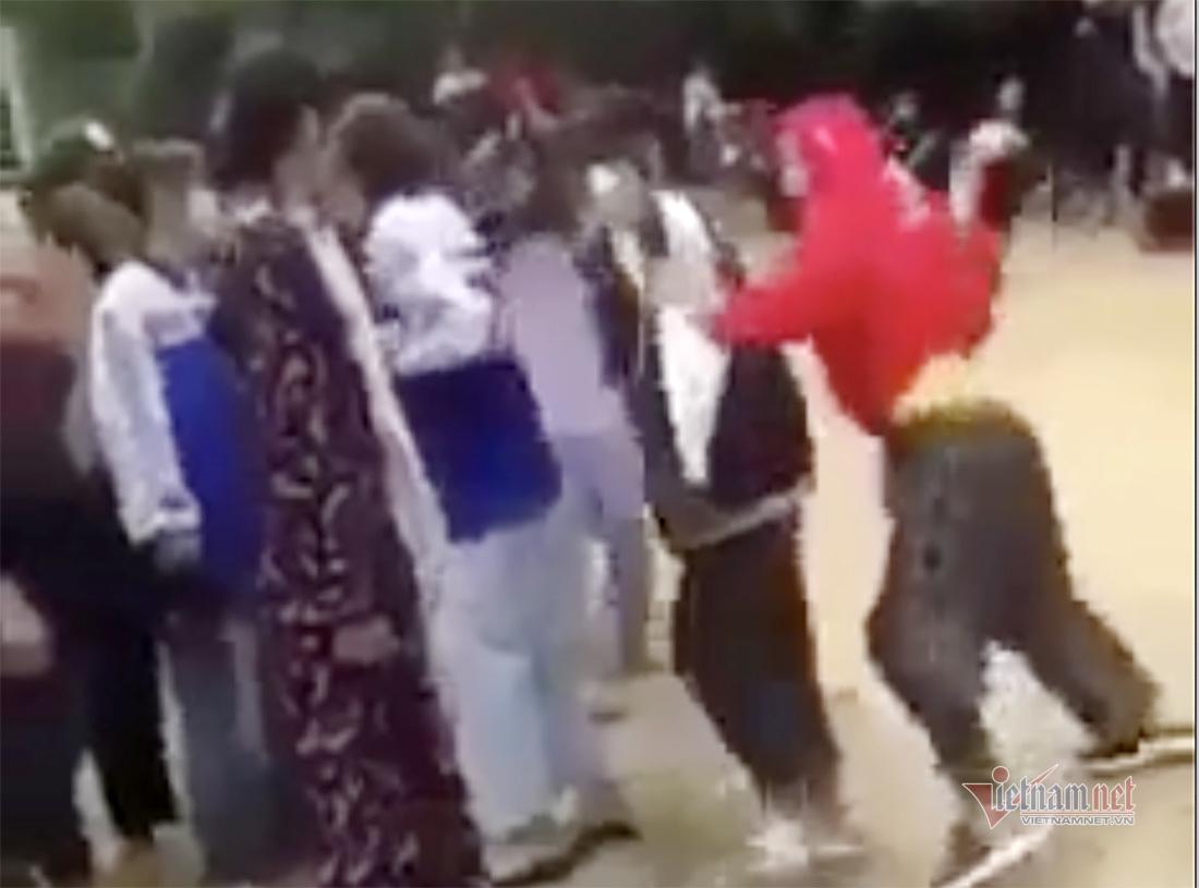 Nữ sinh lớp 8 ở Nghệ An bị 'đàn chị' đánh hội đồng