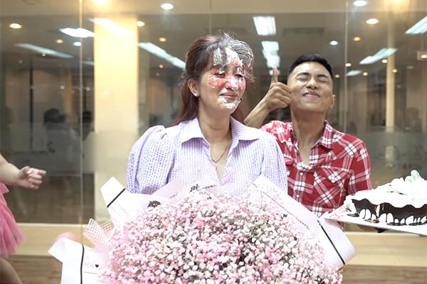 Phan Hiển lên tiếng khi bị chỉ trích úp bánh sinh nhật vào mặt Khánh Thi