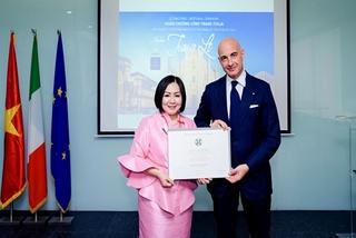 Bà Trang Lê nhận Huân chương công trạng Italia