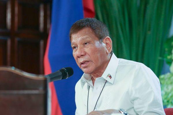 Tổng thống Philippines lên tiếng về đội tàu Trung Quốc trên Biển Đông