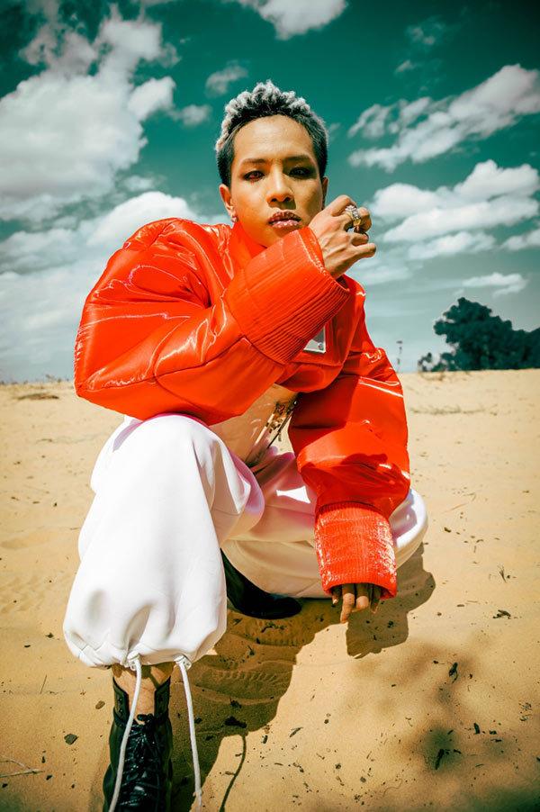Rapper Weeza biến hóa hình ảnh ấn tượng trong 'Mặc kệ cả thế giới'