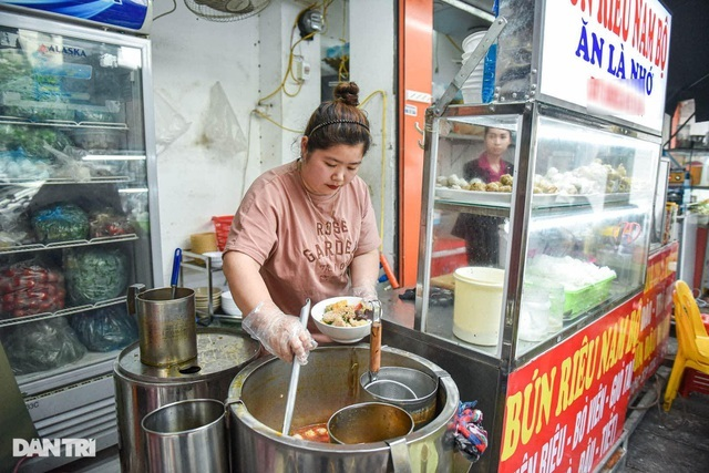 Bán bún riêu Nam Bộ, mỳ vằn thắn, bà chủ tậu đất, mua nhà phố cổ Hà Nội