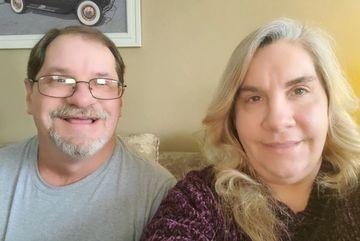 Anh em sinh đôi sống cạnh nhau 50 năm mà không biết