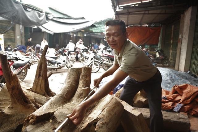 Ghé chợ 'củi khô' xem người bán kiếm trăm triệu đồng mỗi năm