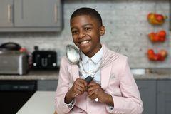 Phải nghỉ học vì chứng khó đọc, cậu bé 7 tuổi mở nhà hàng, viết sách