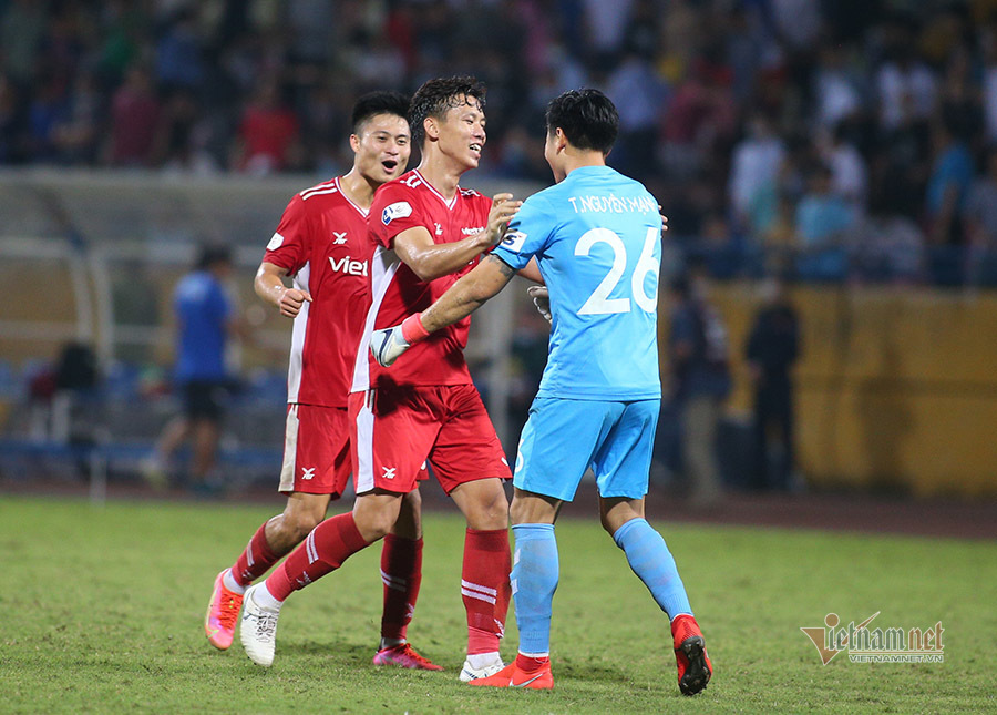 Vòng 8 V-League: HAGL bay cao, Than Quảng Ninh bám sát