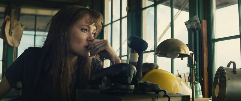 Angelina Jolie đóng phim hành động ở tuổi 46
