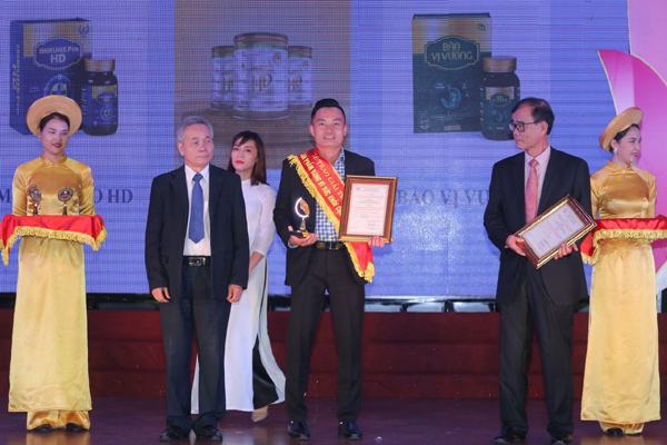 Công ty Hoằng Đạt nhận 'Huy chương vàng vì sức khỏe cộng đồng'