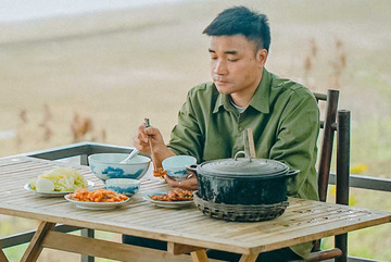 Kênh TikTok làm thổn thức người xa nhà với món ăn quê hương