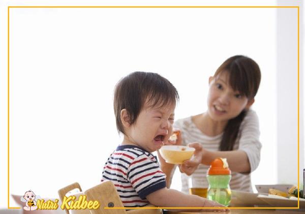 5 việc cần làm để cùng con vượt qua giai đoạn biếng ăn