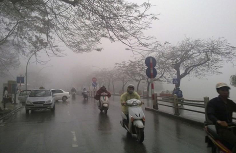 Dự báo thời tiết 8/4: Miền Bắc đón không khí lạnh, mưa ầm ầm kèm gió giật