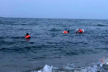 Tắm biển Cửa Lò, 1 cháu bé đuối nước thương tâm