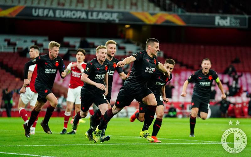 Arsenal đánh rơi chiến thắng phút bù giờ