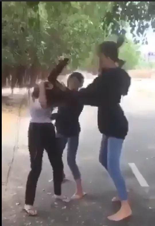 Clip nữ sinh lớp 8 bị đánh hội đồng ở Bà Rịa - Vũng Tàu gây xôn xao