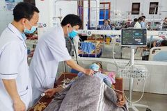 Một người đàn ông ngộ độc thuốc tê khi làm răng giả