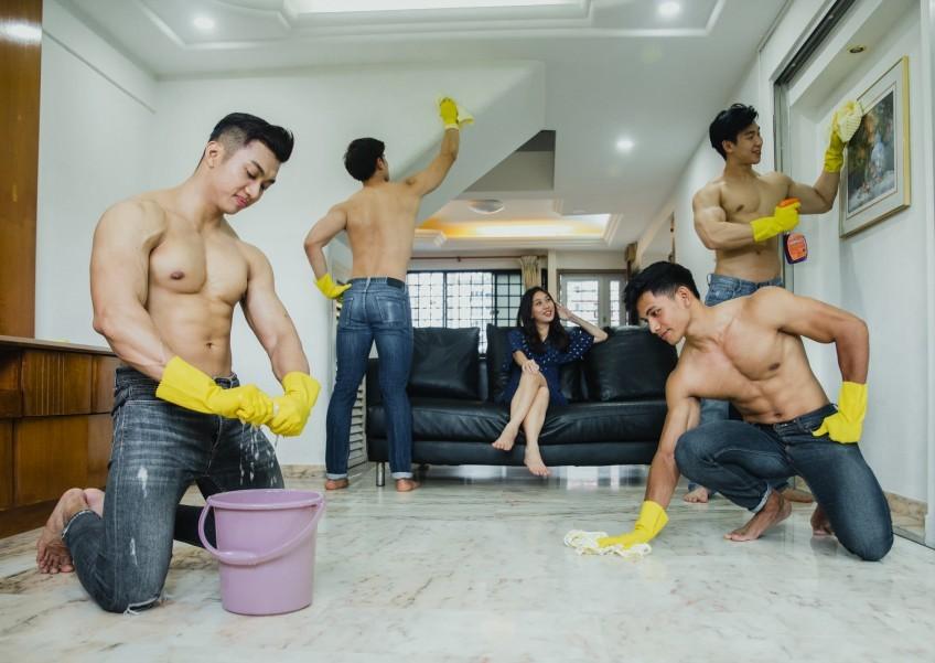 Dịch vụ đàn ông 'cởi trần dọn nhà' giá hàng chục triệu đồng