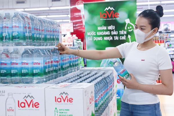 Yêu thích sản phẩm 'xanh', người dùng chuộng chai nhựa tái chế